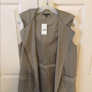 Staccato Sleeveless Vest with Hood